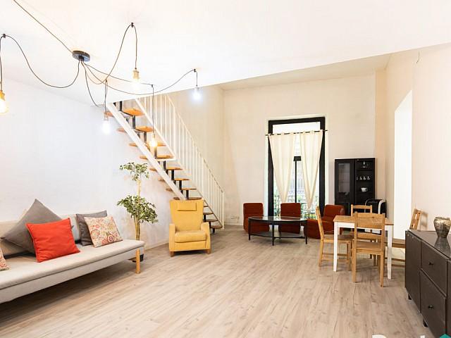Красивая двухуровневая квартира с 2 спальнями