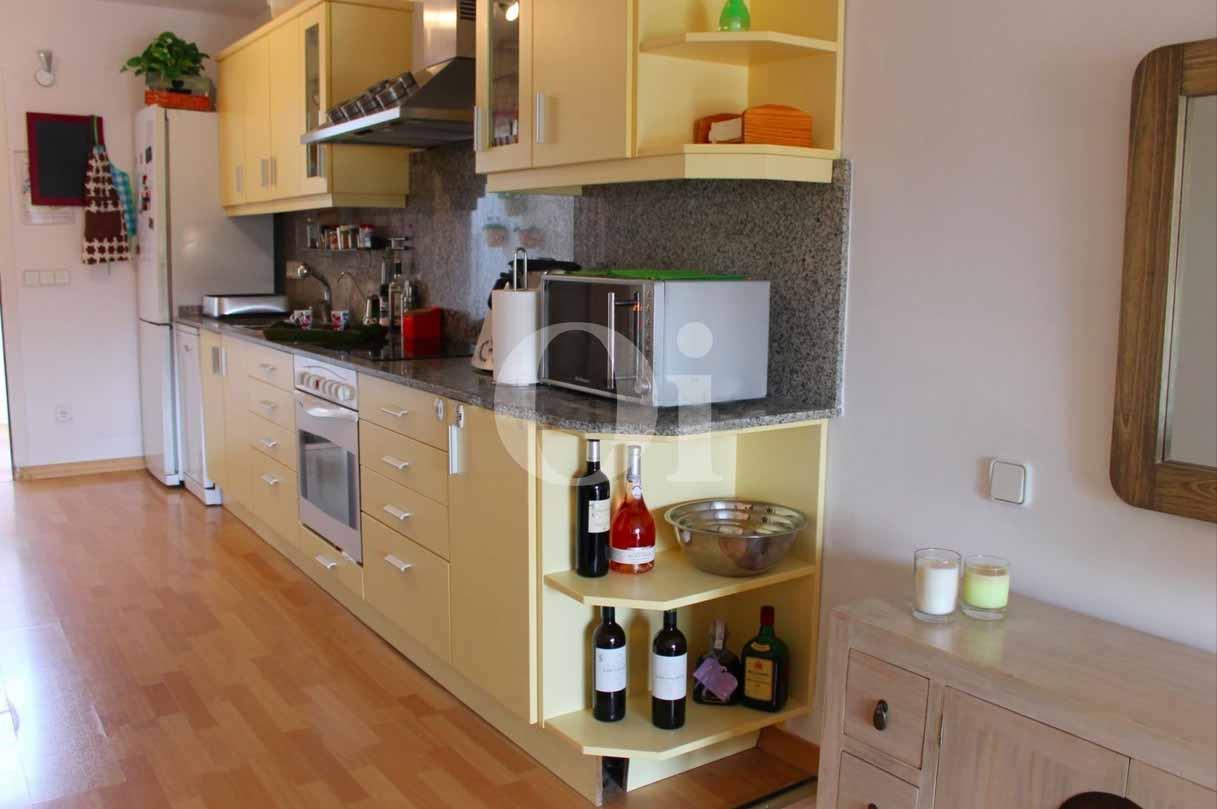 Открытая кухня квартиры на продажу в Санта Эулалия