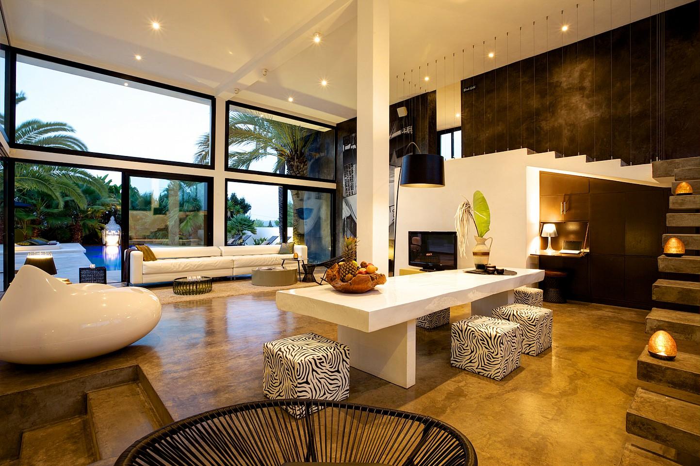 Просторная гостиная виллы в стиле минимализм на Ибице