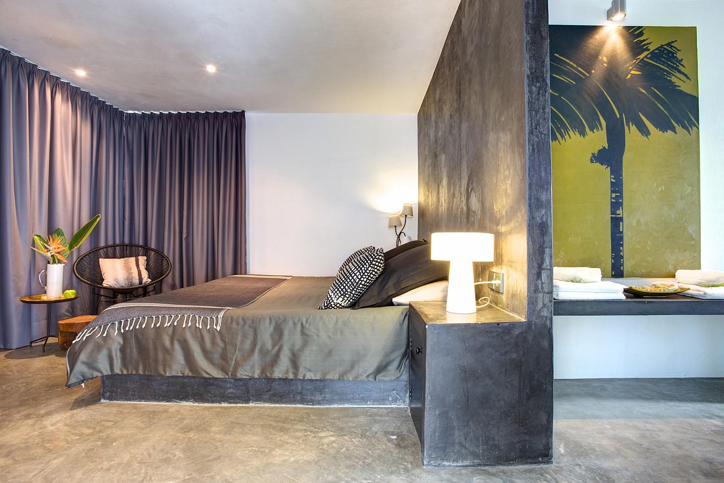 Шикарная спальня виллы в стиле минимализм на Ибице