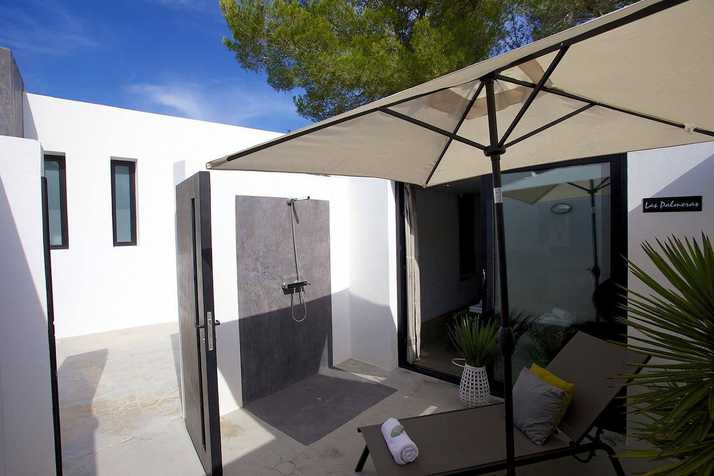 Солнечная терраса виллы в стиле минимализм на Ибице