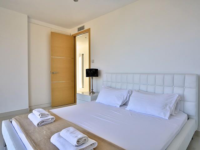 Уютная спальня виллы в аренду в Кап Мартинет