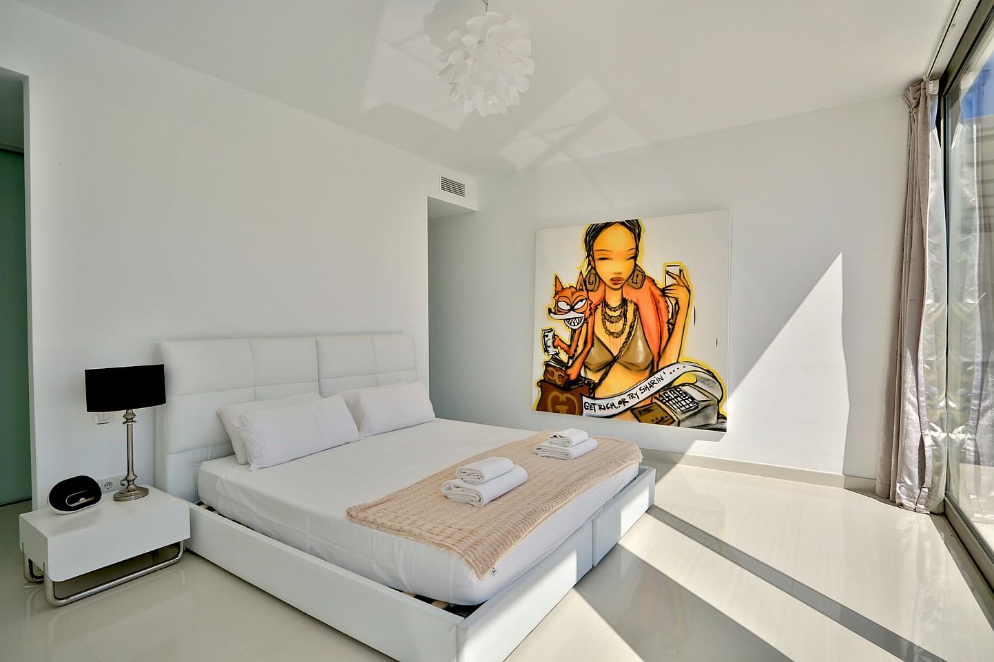 Шикарная спальня виллы в аренду в Кап Мартинет