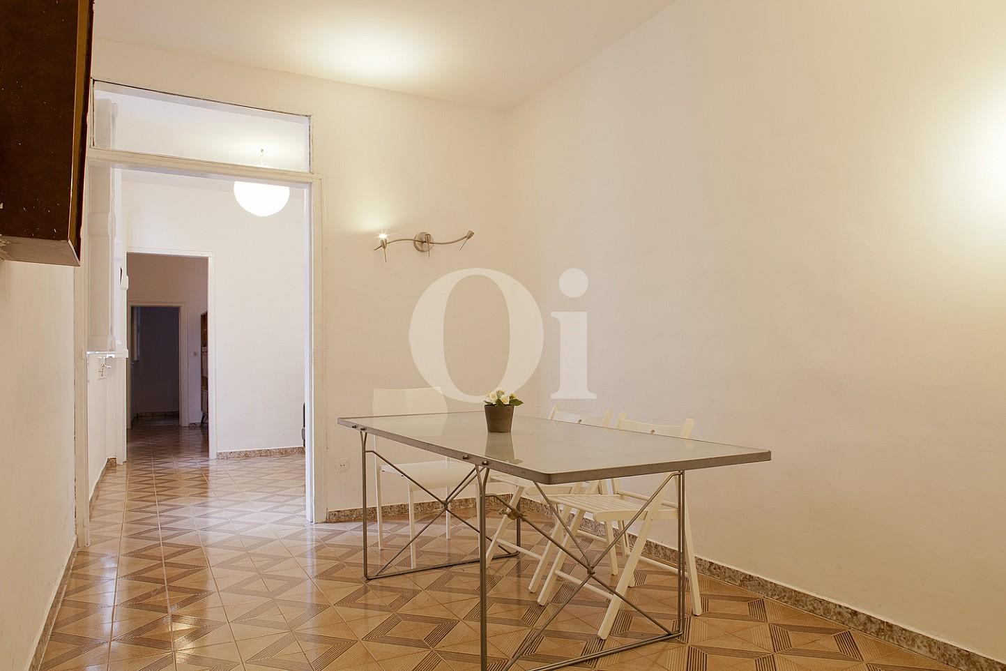 Солнечная гостиная квартиры на продажу в Готическом квартале