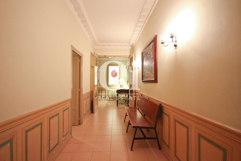Vistas interiores del piso con el pasillo