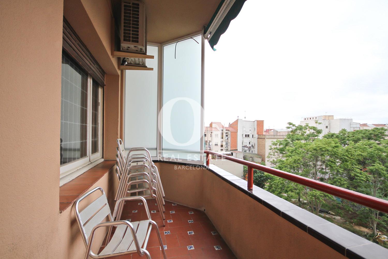 Terrassa amb bones vistes a la ciutat de Barcelona
