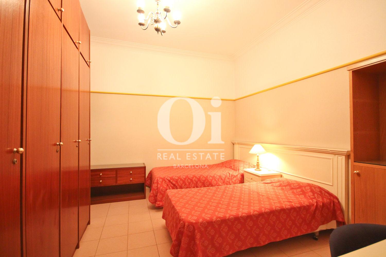 Dormitori 1 amb armaris encastellats