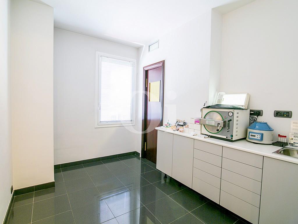Отдельная кухня квартиры на продажу в Саррья