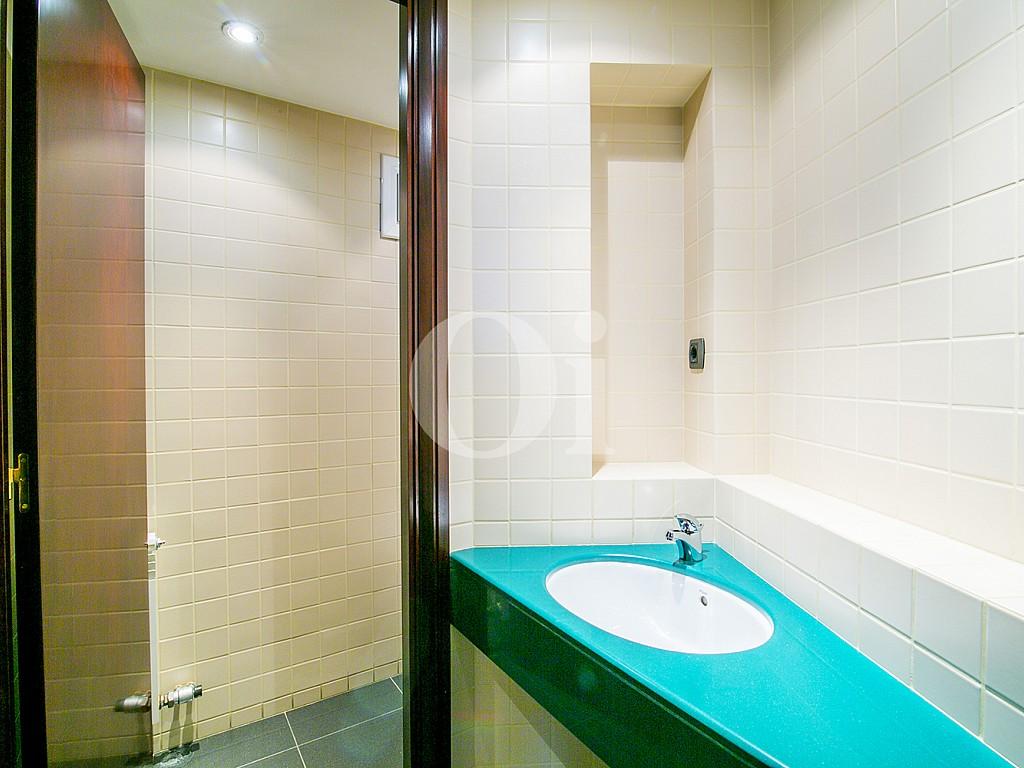 Ванная комната квартиры на продажу в Саррья
