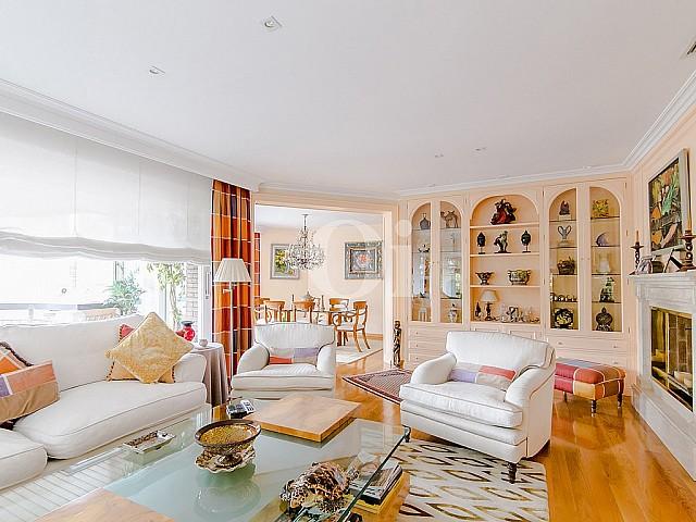 Продается роскошная квартира в лучшем районе Tres Torres в Барселоне