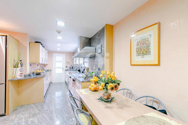 Просторная кухня квартиры в Трес Торрес