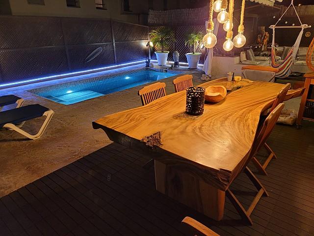 带有豪华饰面和私人泳池的角落