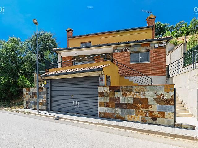 Los Pinares de Lloret de Mar 城市化中的家庭住宅。