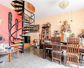 Продается триплекс с террасой 30 м2 рядом с Plaza España, Барселона