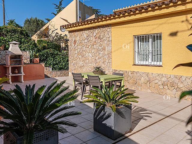 منزل جميل في التحضر كوستا غالينا في يوريت دي مار.