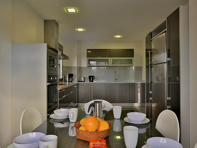 Современная кухня виллы в Хесус