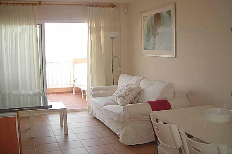 Солнечная гостиная квартиры на продажу на Ибице