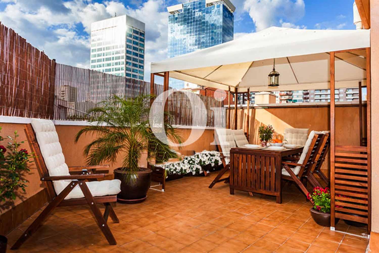Terraza de estupenda casa en venta con terraza en Sants, Barcelona