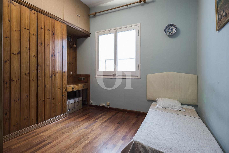 Уютная спальня пентхауса в Эшампле Дрета