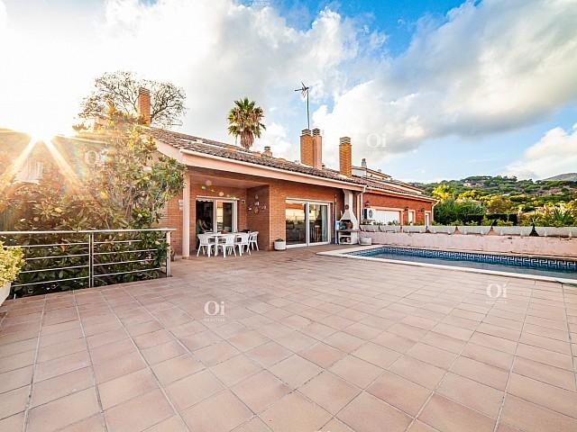 Villa à Tiana avec vue sur la mer, piscine privée à 10 minutes de Barcelone