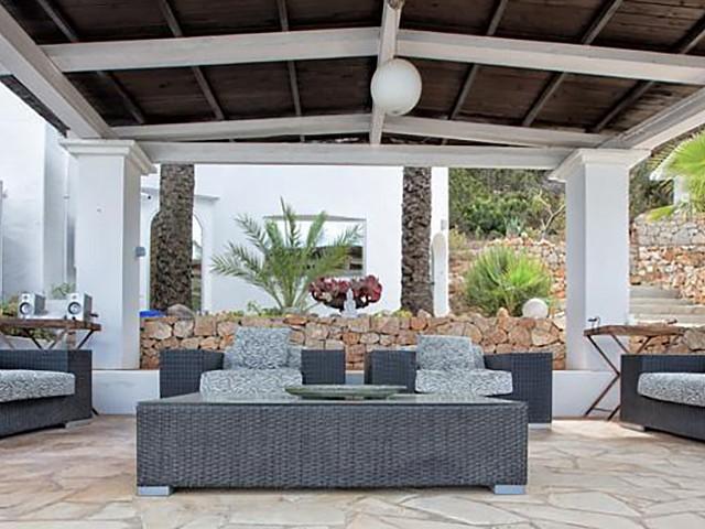 Потрясающая терраса дома на Ибице