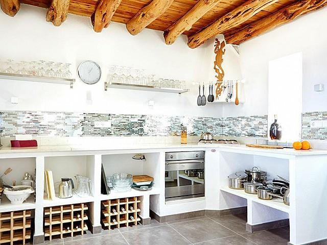 Отдельная кухня дома на Ибице