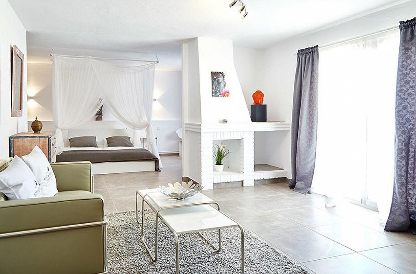 Просторная гостиная дома на Ибице