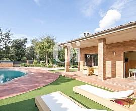 Preciosa casa unifamiliar al costat del PGA Golf a Caldes de Malavella, Girona