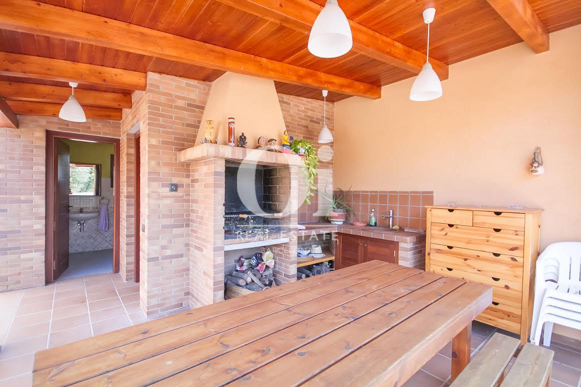 Menjador d'estiu al costat de la cuina exterior