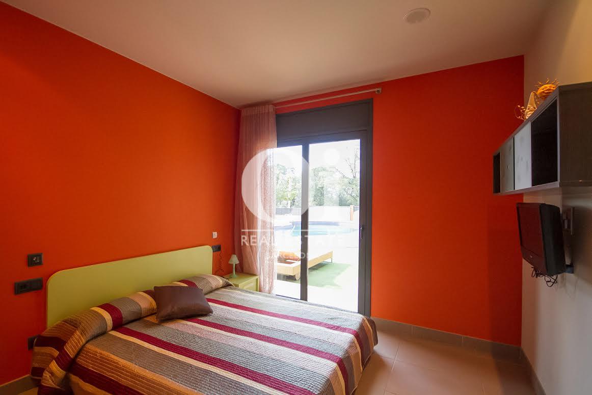 Dormitori 2 amb sortida al jardí