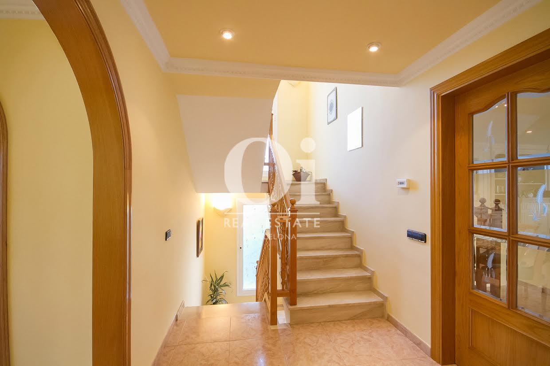 Лестница дома в Палау Солита-и-Плегаманс