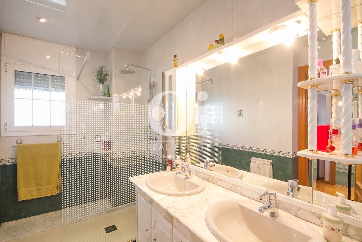 Ванная комната дома в Палау Солита-и-Плегаманс