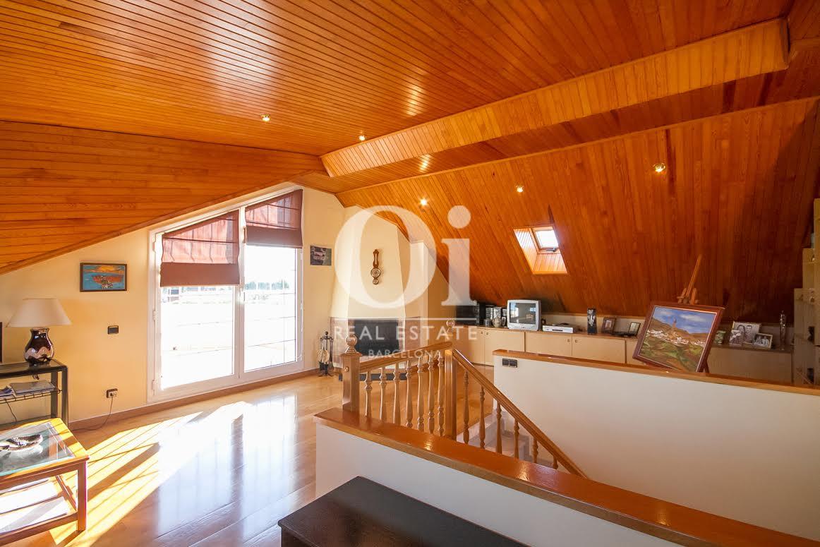 Мансарда дома в Палау Солита-и-Плегаманс