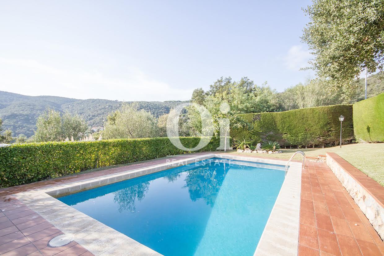 Vistas exteriores con la espléndida piscina y vistas excelentes