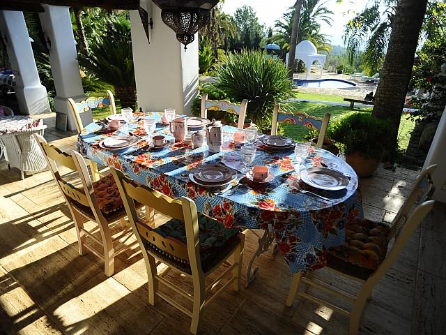 Летняя столовая виллы на Ибице