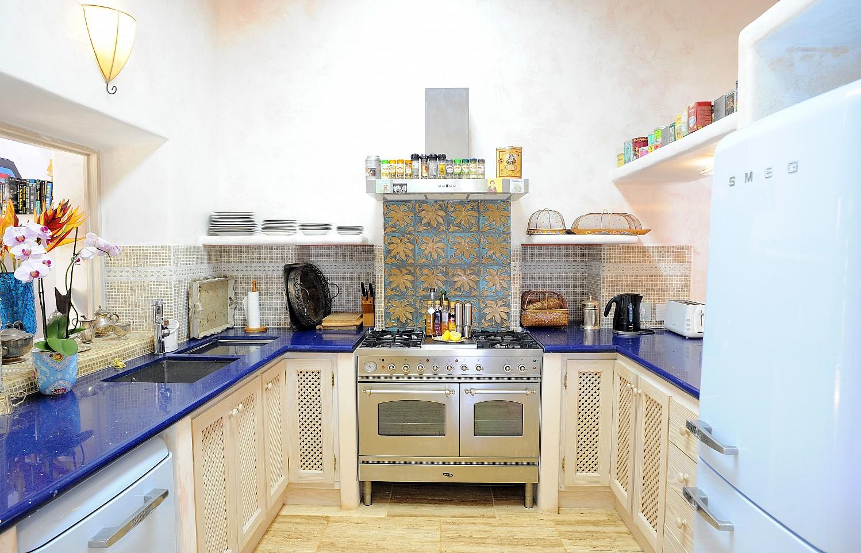 Просторная кухня виллы на Ибице