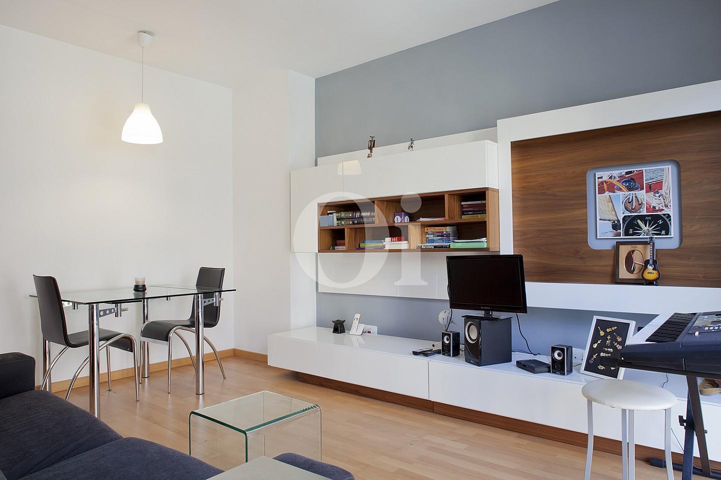 Просторная гостиная квартиры в Саграда Фамилия