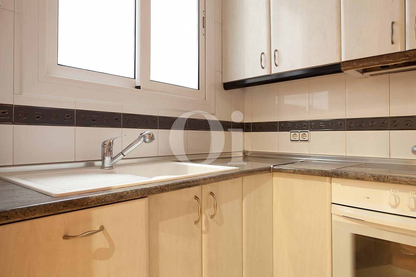 Отдельная кухня квартиры в Побле Сек