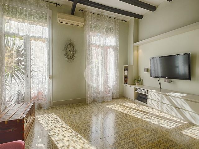 Открытая кухня квартиры в Грасия