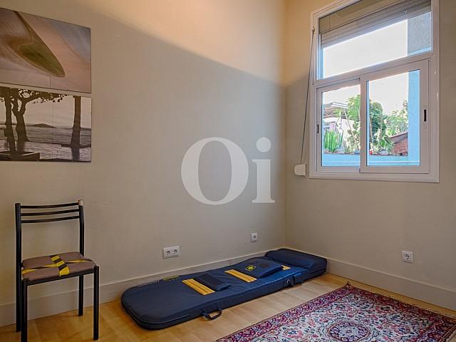 Уютная спальня квартиры в Грасия