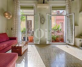 Продается отремонтированная квартира в Грасия, Барселона