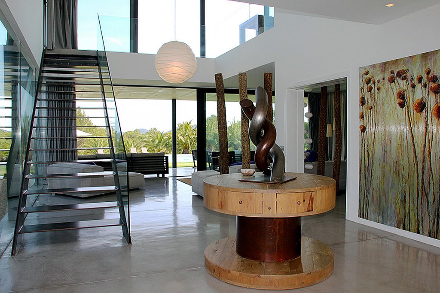 Просторная гостиная виллы в Далт Вилла