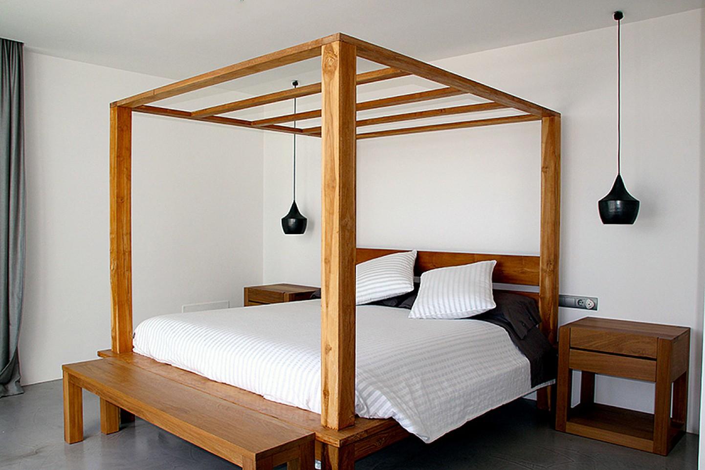 Шикарная спальня виллы в Далт Вилла
