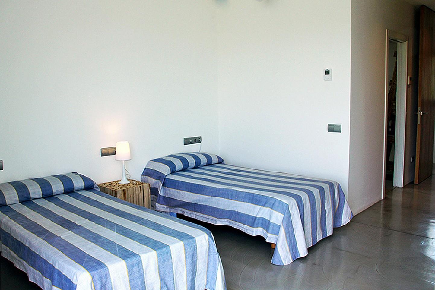 Просторная спальня виллы в Далт Вилла