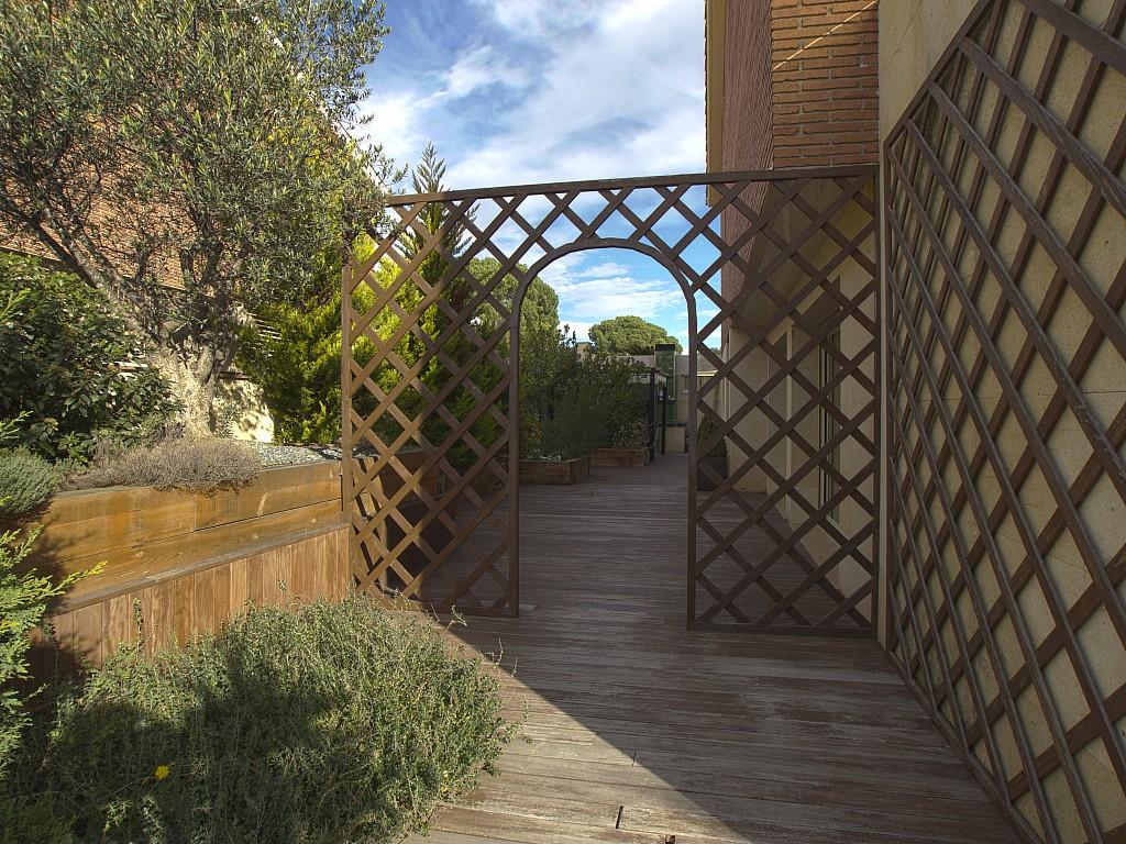 Живописный сад дома в Льорет де Мар
