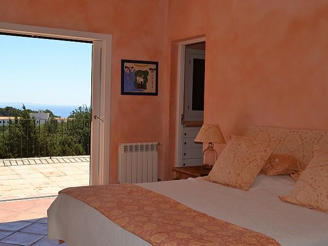 Уютная спальня виллы в Эс Кубельс