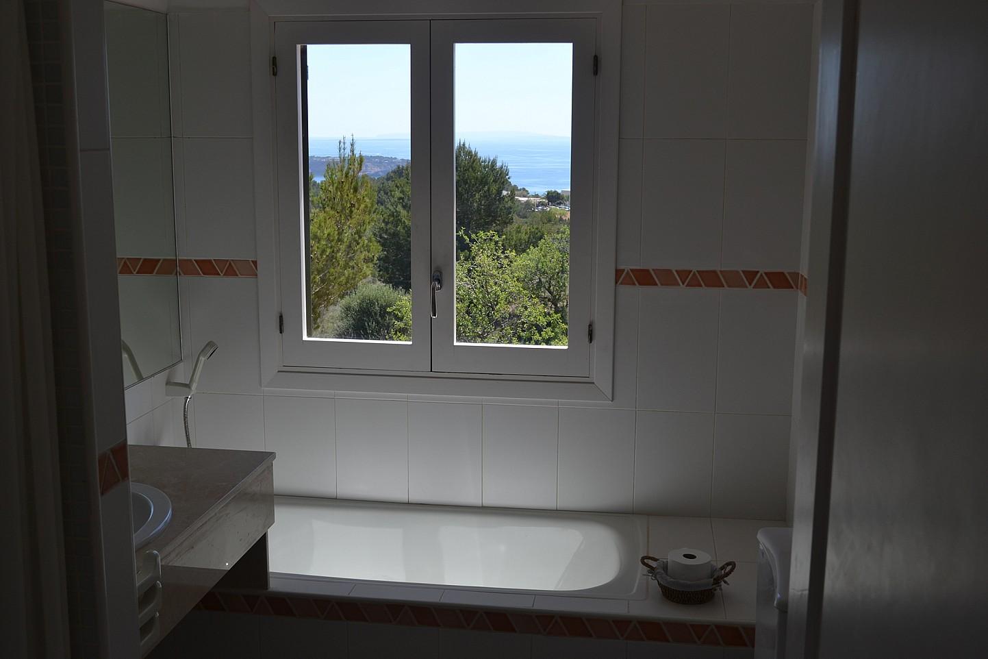 Ванная комната виллы в Эс Кубельс