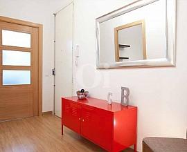 Продается квартира с ремонтом в Побле Сек, Барселоны
