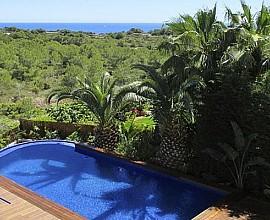 Fantástica villa estilo ibicenco con reforma de calidad en Cap Martinet, Ibiza