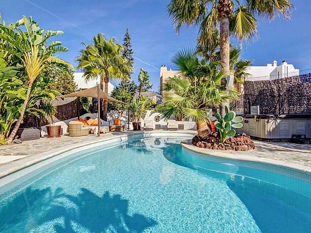 Шикарный бассейн виллы в Таламанка